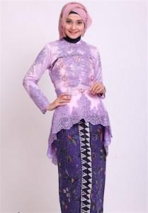 Baju muslim dengan motif kebaya